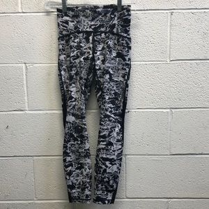 Lululemon black and gray 7/8 legging, sz 4, 62619